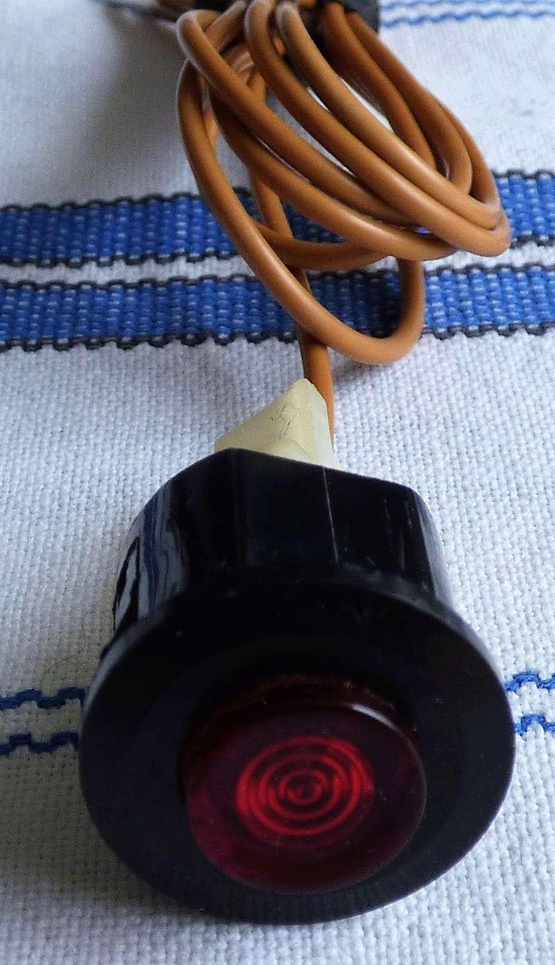 Voyant d'alerte frein : fil rouge sur bouton rouge ......... P1140610