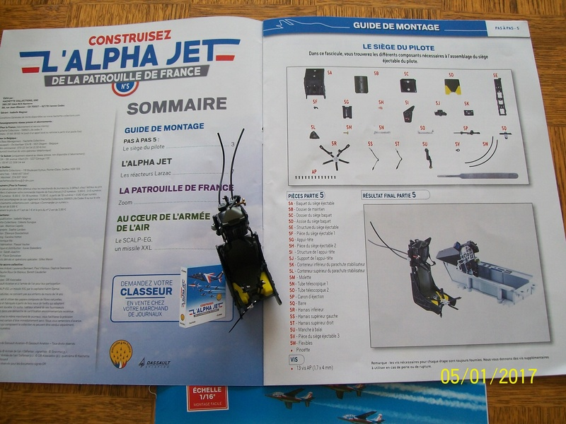 ALPHA JET(patrouille de France) echelle1/16 hachette collection. 100_5311