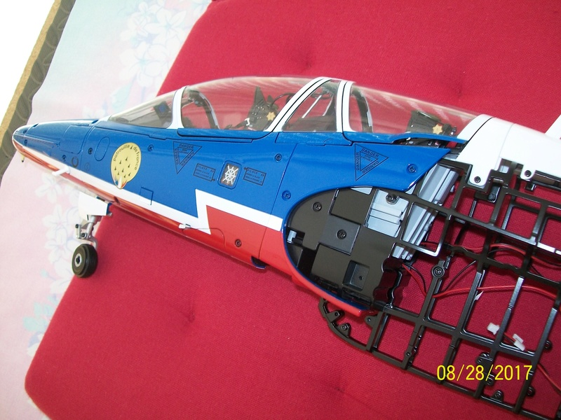 ALPHA JET(patrouille de France) echelle1/16 hachette collection. 100_5323