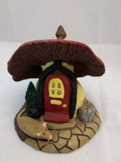 Pottery house and mushroom Tmp-ca12
