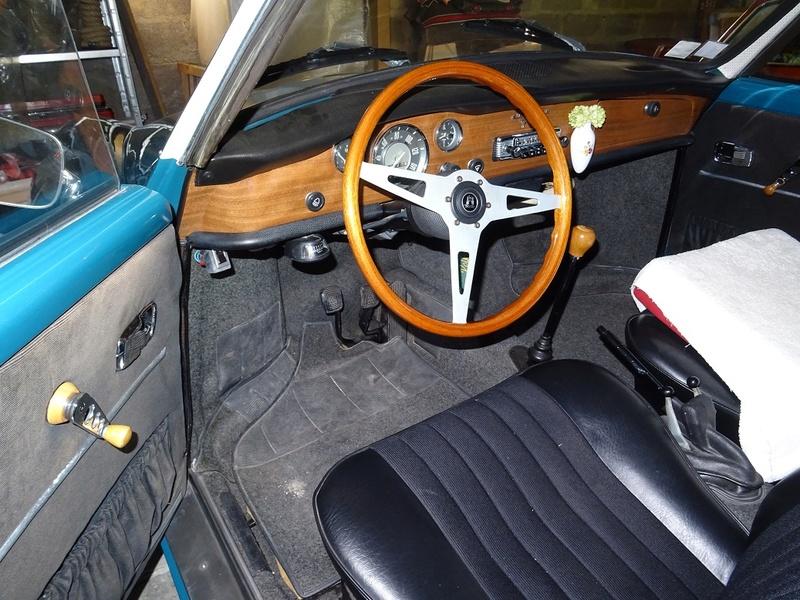 Karmann ghia 1970 bleu et blanc lac Dsc00313