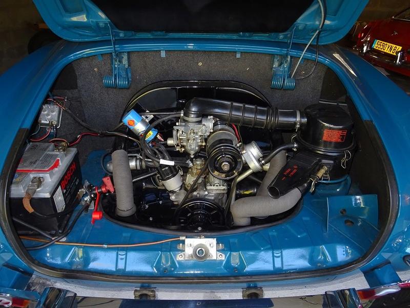 Karmann ghia 1970 bleu et blanc lac Dsc00314