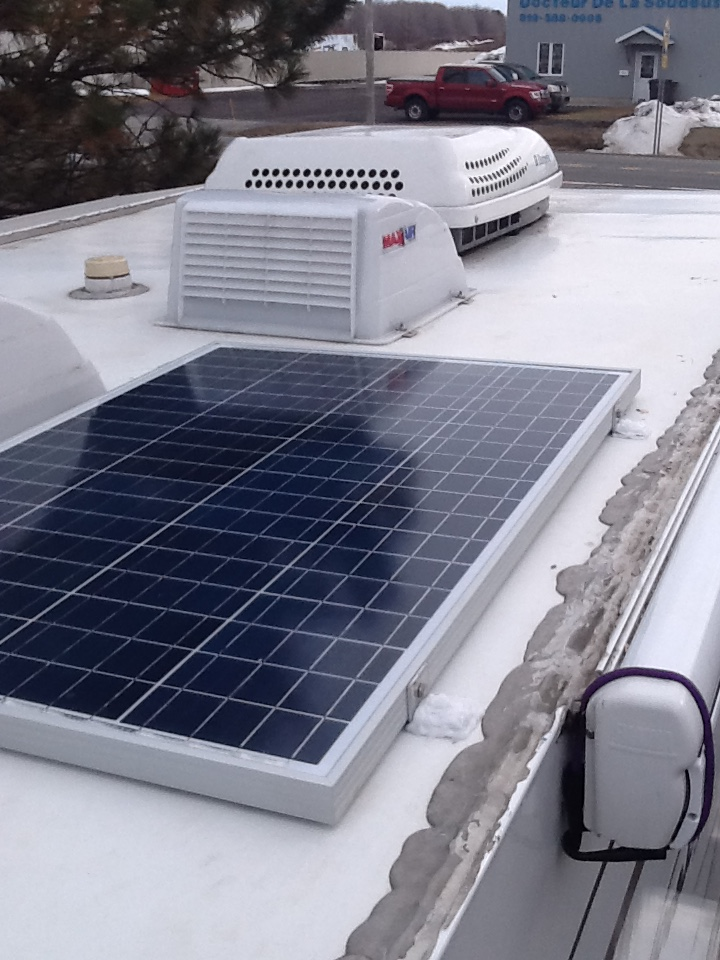 Installation de panneaux solaires flexibles sur une Prolite Img_0012
