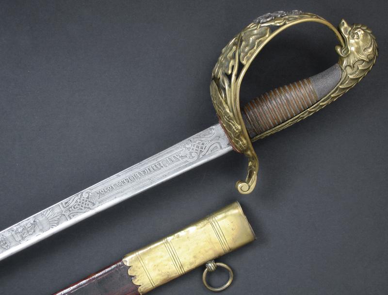 Animal mythique sur la calotte d'un sabre. Img_0317