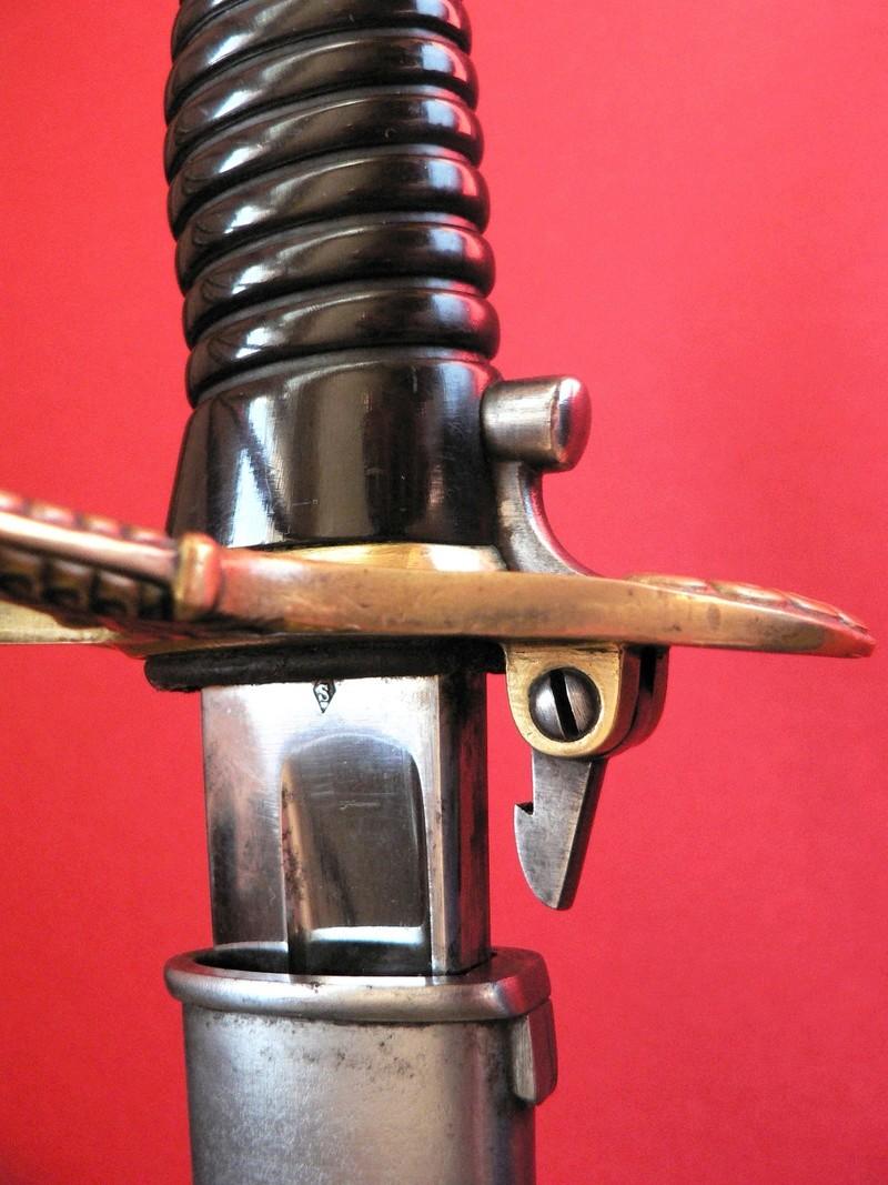 Un sabre d'officier astucieux P1190611