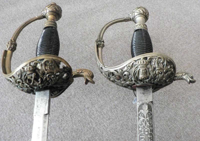 Animal mythique sur la calotte d'un sabre. P1210318