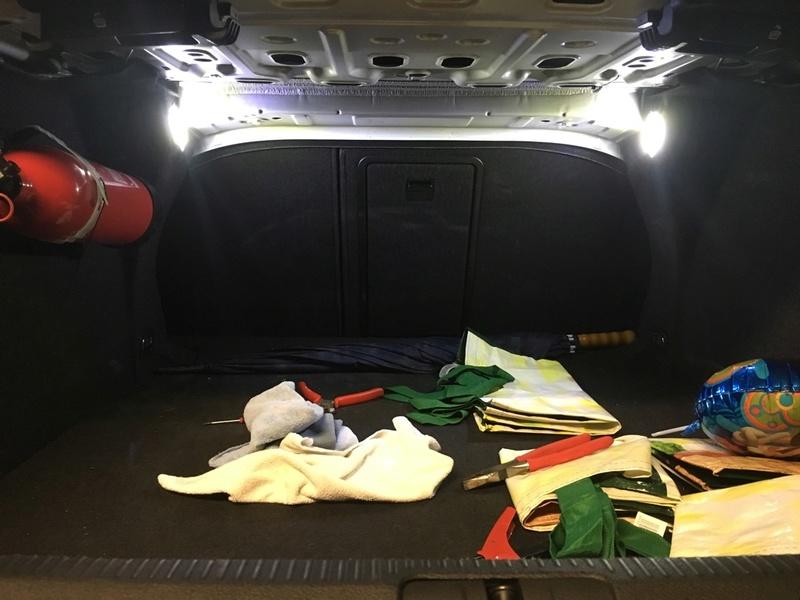 Luces adicionales en maletero Unadju12