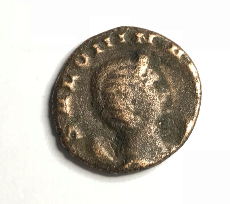 Antoniniano de Salonina. VESTA. Vesta estante a izq. Roma 25110