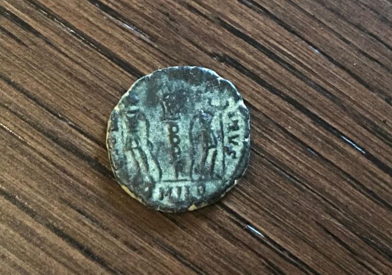 AE4 de Constantino II. GLORIA EXERCITVS. Soldados entre un estandarte. Heraclea Archiv30