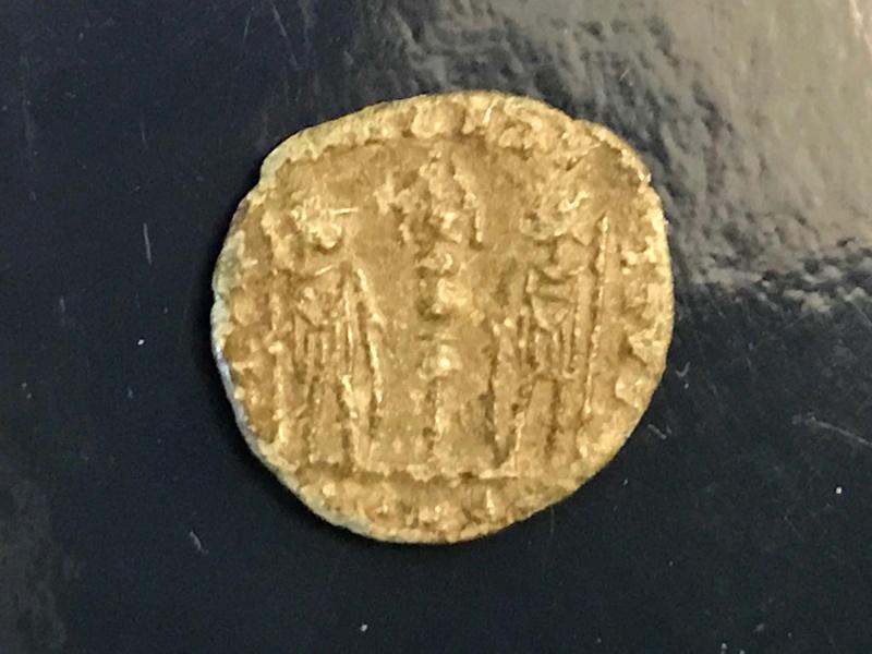 AE4 tipo GLORIA EXERCITVS. Constantinopla Img_4512