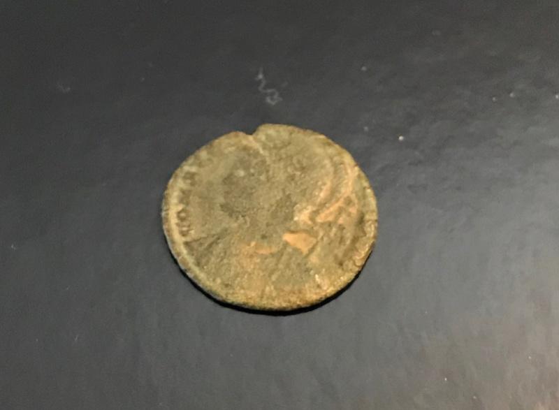 AE3 conmemorativa de Constantinopolis. Victoria estante a izq. sobre proa.  Img_4513