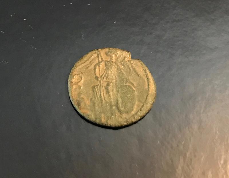 AE3 conmemorativa de Constantinopolis. Victoria estante a izq. sobre proa.  Img_4514