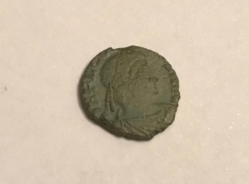 AE4 de Constante I. VICTORIAE DD AVGG Q NN. Dos Victorias enfrentadas. Roma. Img_4611