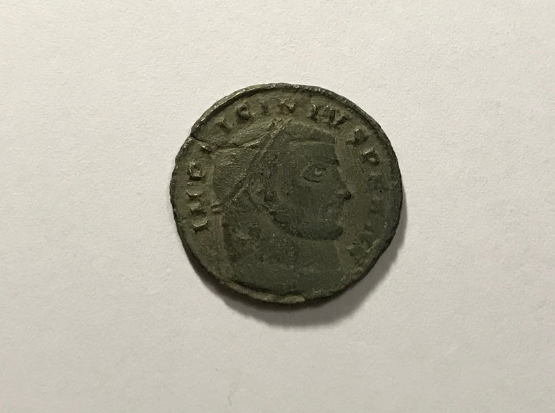 Nummus de Licinio I. IOVI CONSERVATORI. Júpiter a izq. Siscia Img_4825