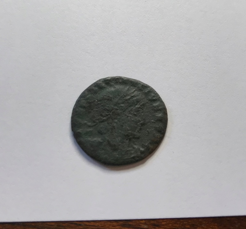 AE3 de Constantino II. GLOR-IA EXERC-ITVS. Dos estandartes entre dos soldados. Cyzicus.  Img_5126