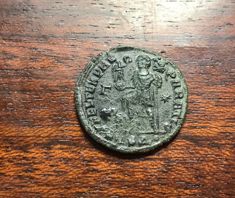 AE2 de Constancio II. FEL TEMP REPARATIO. Emperador y cautivo. Tesalónica Img_5223