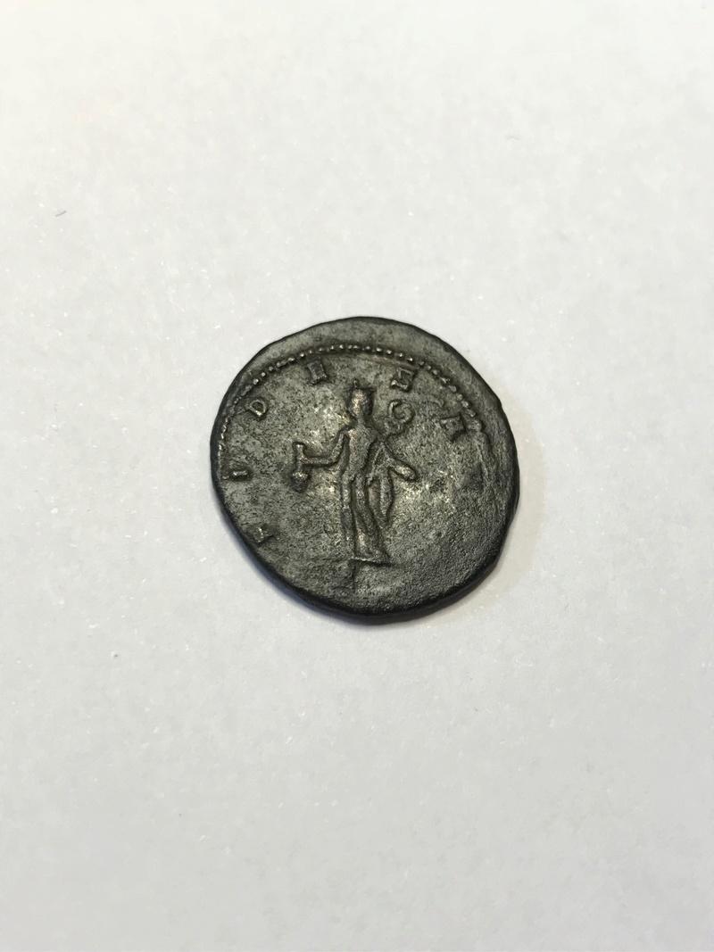 Antoniniano de Galieno. G. Mercurio estante de frente y mirando a izq. Antioch. Img_5232