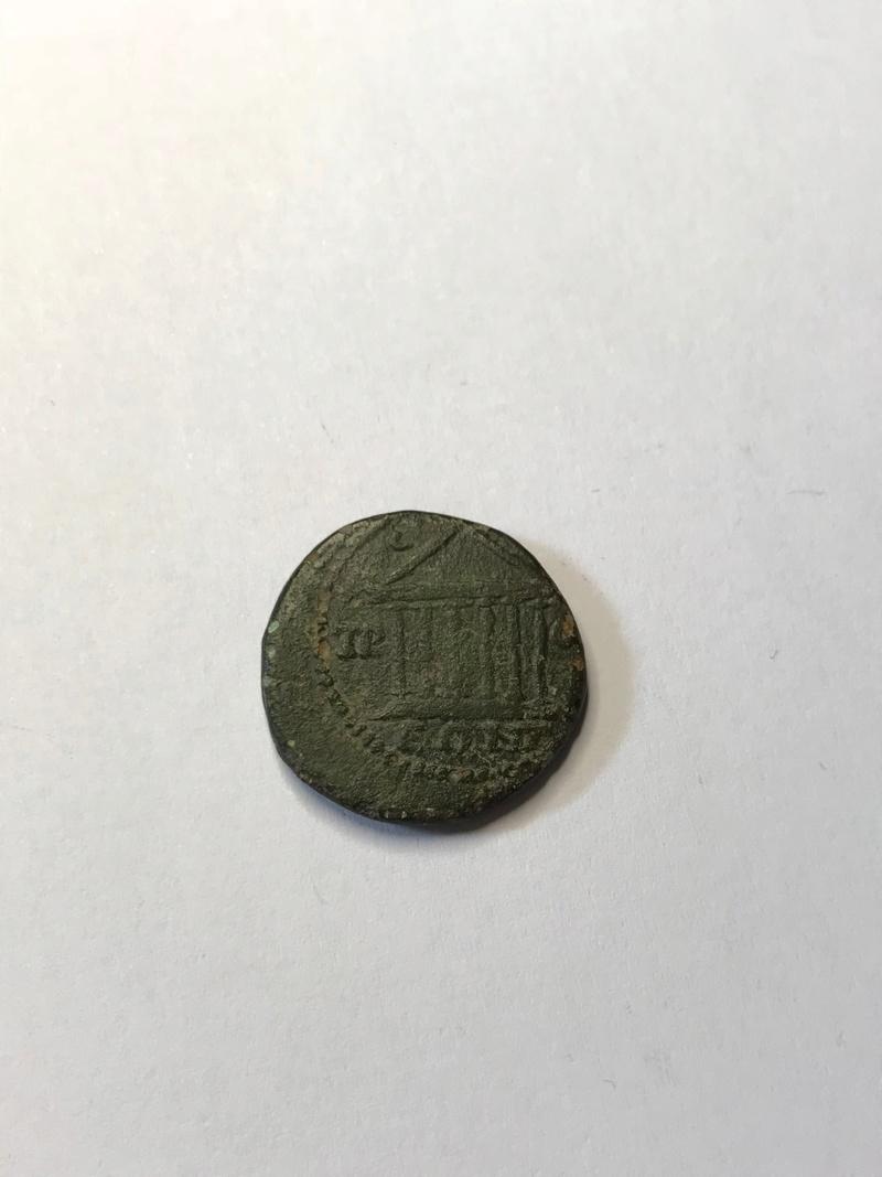AE21 provincial - Prusa ad Olympum en Bithynia - Templo de 6 columnas Img_5256