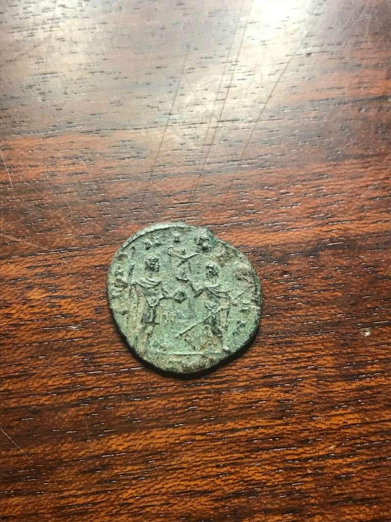 Antoniniano de Aureliano. VIRT MILITVM. Valor entregando victoria a Aureliano. Roma Img_5321