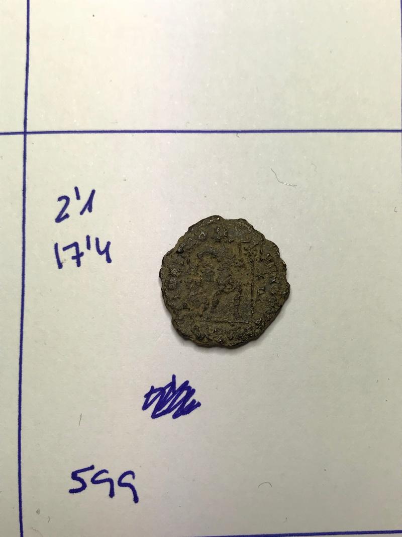 AE3 de Valentiniano I. GLORIA RO-MANORVM. Emperador a dcha. arrastrando cautivo.Siscia. Img_5530