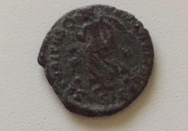 AE3 de Valentiniano I. SECVRITAS REI PVBLICAE. Siscia. Variante del tipo xviia Image110