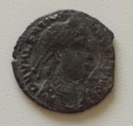 AE3 de Valentiniano I. SECVRITAS REI PVBLICAE. Siscia. Variante del tipo xviia Image210