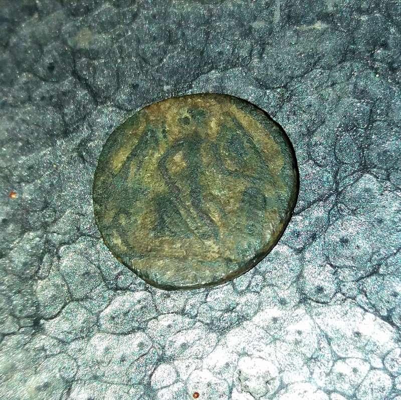 AE4 conmemorativa de Constantinopolis. Victoria estante a izq. sobre proa.  20180313