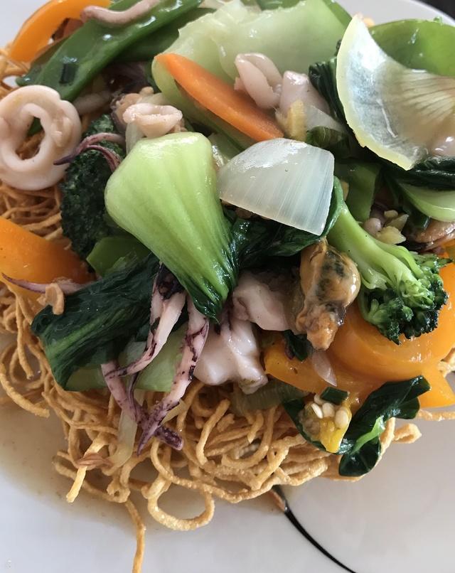 Seafood Fried Egg Noodle aka Mi Xao Don Do Bien  5bf05d10