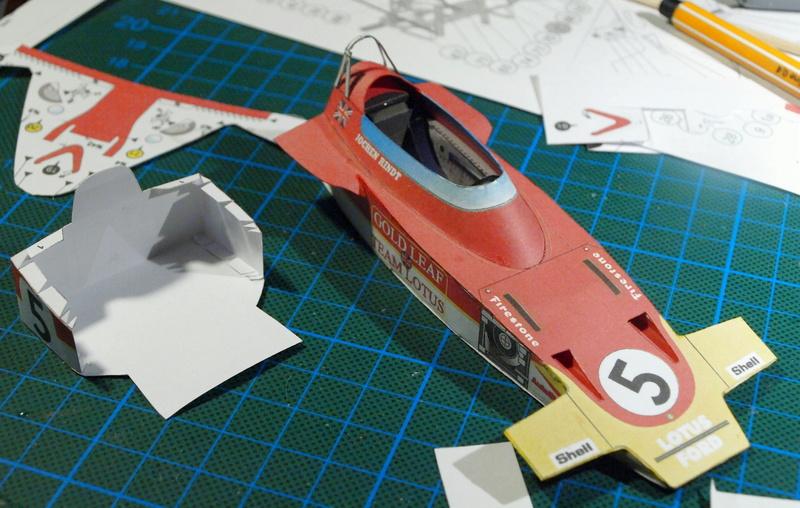 Fertig - Lotus 72 von Jochen Rindt 1970 freier Download von Papercraftsquare gebaut von Kubi P1014550