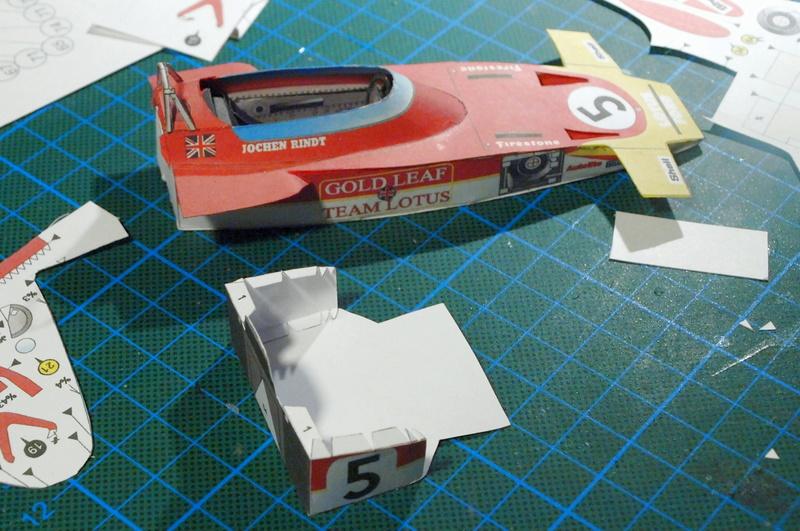 Fertig - Lotus 72 von Jochen Rindt 1970 freier Download von Papercraftsquare gebaut von Kubi P1014551
