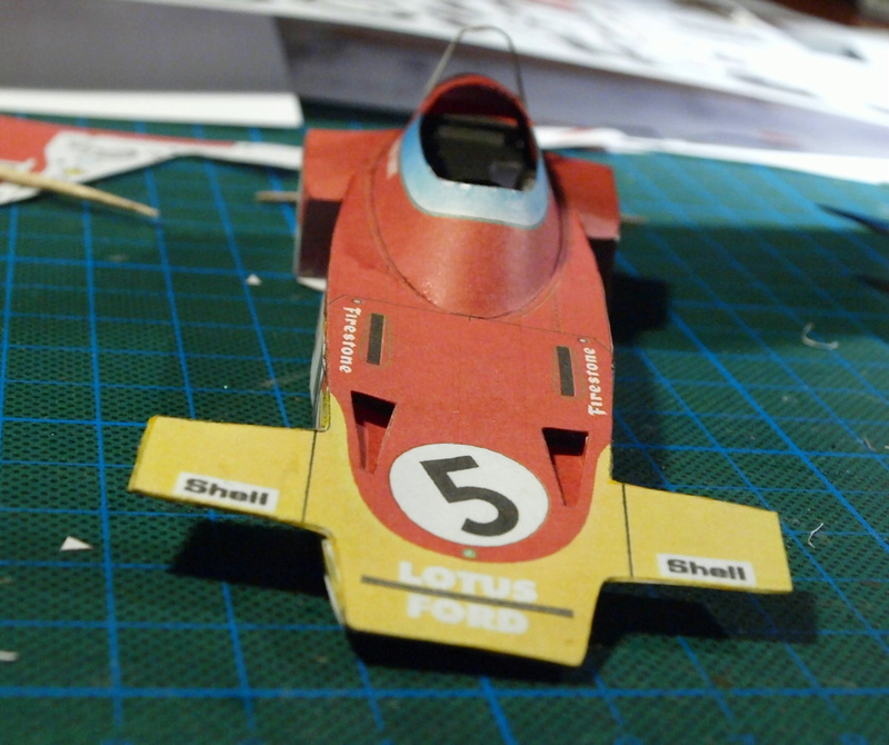 Fertig - Lotus 72 von Jochen Rindt 1970 freier Download von Papercraftsquare gebaut von Kubi P1014554