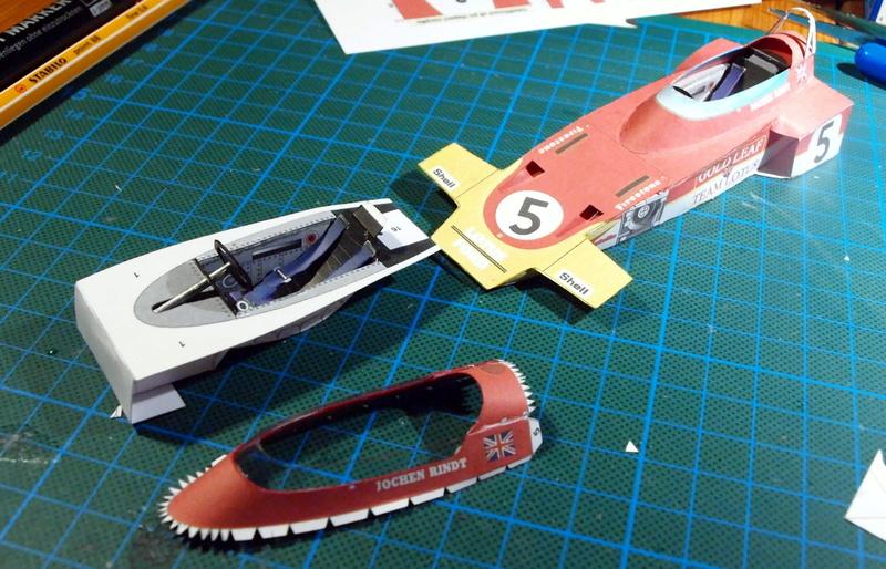 Fertig - Lotus 72 von Jochen Rindt 1970 freier Download von Papercraftsquare gebaut von Kubi P1014556