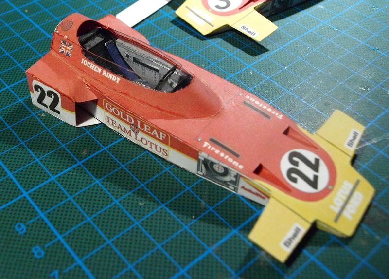 Fertig - Lotus 72 von Jochen Rindt 1970 freier Download von Papercraftsquare gebaut von Kubi P1014557