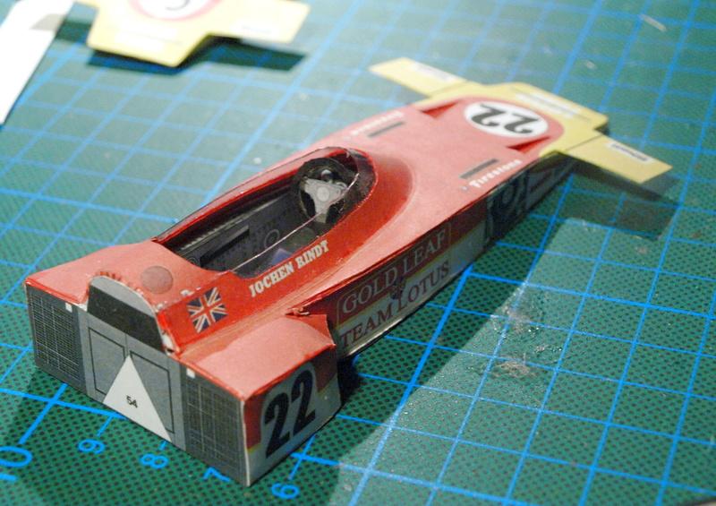 Fertig - Lotus 72 von Jochen Rindt 1970 freier Download von Papercraftsquare gebaut von Kubi P1014558