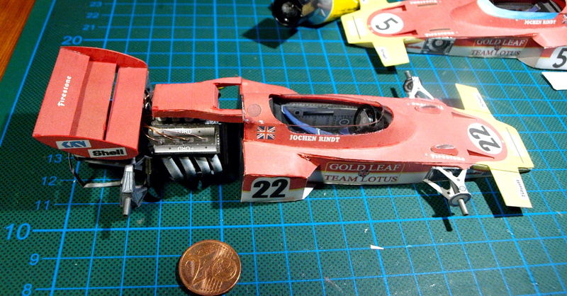 Fertig - Lotus 72 von Jochen Rindt 1970 freier Download von Papercraftsquare gebaut von Kubi P1014632