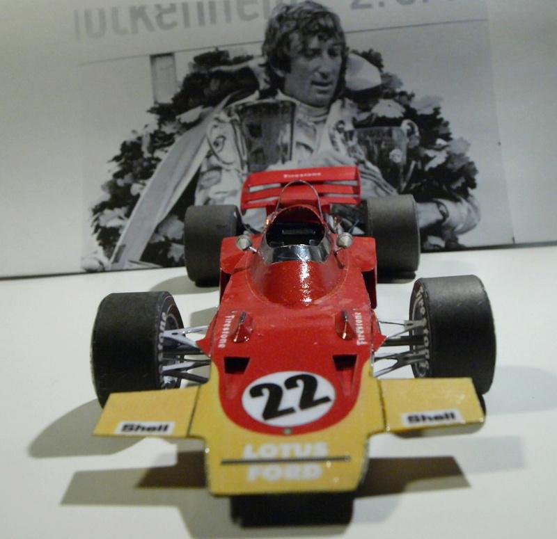 Fertig - Lotus 72 von Jochen Rindt 1970 freier Download von Papercraftsquare gebaut von Kubi P1014648