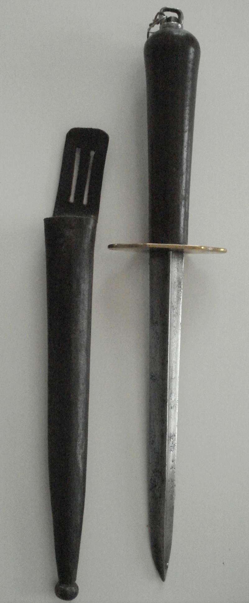 Attache poignard de marine Mle 1833 Vue_ho10