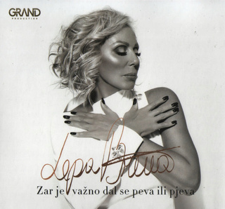 Lepa Brena - Zar je važno dal se peva ili pjeva [album 2018] (CD) - Page 6 R-116425