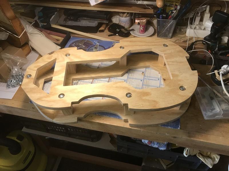 Découverte de la lutherie et fabrication d'une viole de gambe... - Page 5 Moule_10