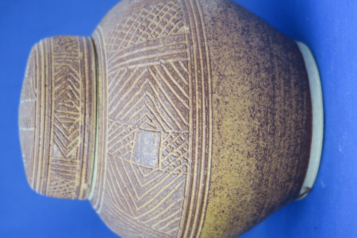 Unknown maker ginger jar incised pattern , bird mark Img_1218
