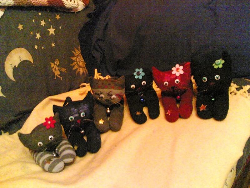 Pupazzi gatti con calzini - Riciclo creativo  22122020