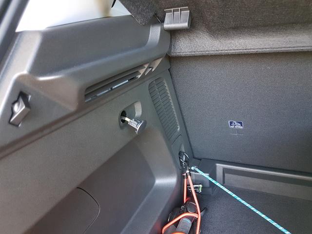 Info su luce nel bagagliaio posteriore Luce10
