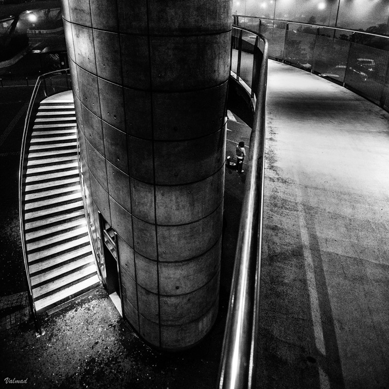 Attente à la sortie de métro Sortie10