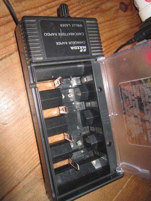 Mise en pratique et échanges autour de la réparation électronique : le Repair Café Charge12