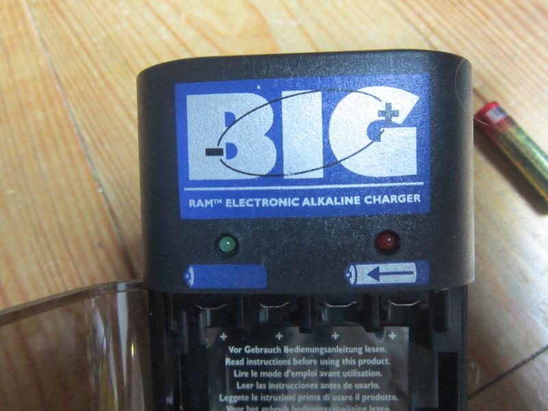 Mise en pratique et échanges autour de la réparation électronique : le Repair Café Charge14