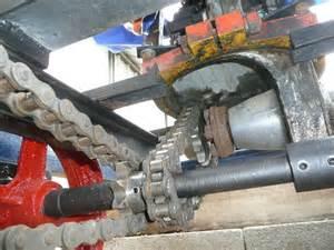 Locotracteur motorisé par un bloc moteur/boîte 201 Peugeot Chaine10
