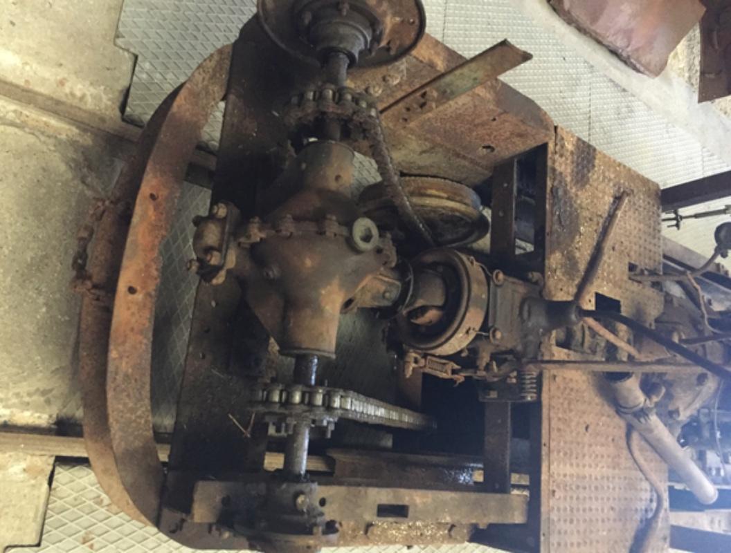 Locotracteur motorisé par un bloc moteur/boîte 201 Peugeot Img_3611