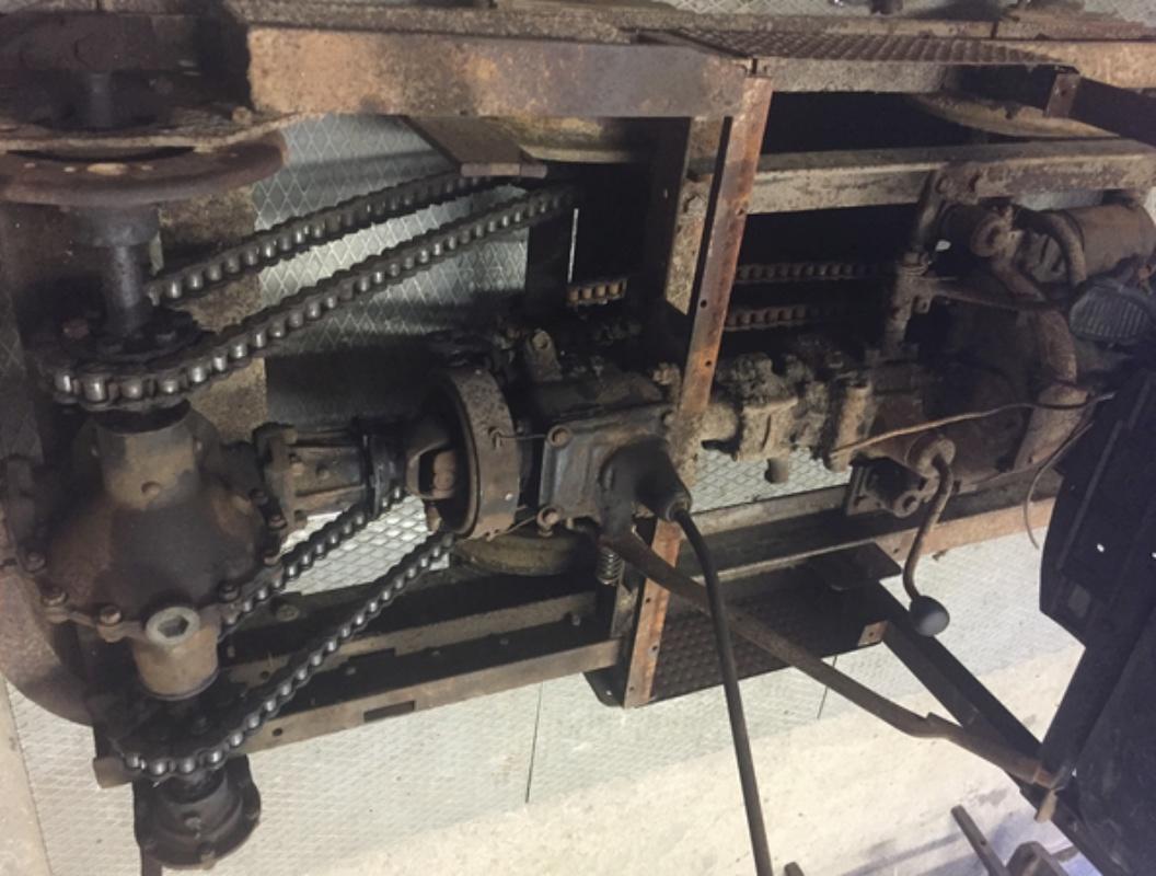 Locotracteur motorisé par un bloc moteur/boîte 201 Peugeot Img_3612