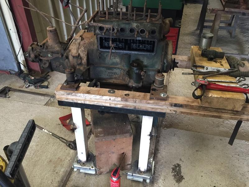 Locotracteur motorisé par un bloc moteur/boîte 201 Peugeot Img_3616