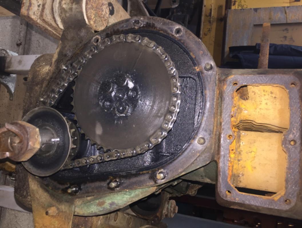 Locotracteur motorisé par un bloc moteur/boîte 201 Peugeot Img_3624